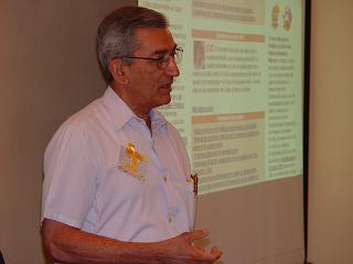 Ministro de Salud Dr. José Ramón Balaguer se dirige a los presentes en el lanzamiento sitio de Puericultura en Infomed