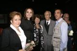 El profesor Rodríguez Gavaldá y su esposa junto al colectivo de realización