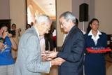El profesor Rodríguez Gavaldá, el médico activo con mayor edad , 94 años, recibe la Moneda Conmemorativa del Centenario del Minsap
