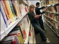 Ir a una biblioteca no será sólo sacar libros de un estante.