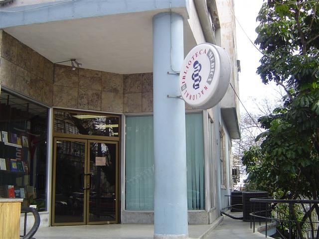 Exterior de la Biblioteca Médica Nacional de Cuba