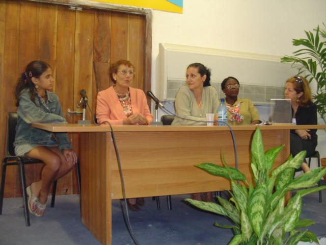 Ganadoras Masiel y Caridad junto al jurado y comité organizador