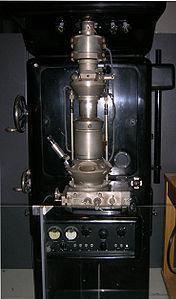 Microscopio electrónico creado por Ruska