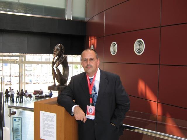 El Dr. Julio Fer�ndez, Ganador del Gran Premio del evento